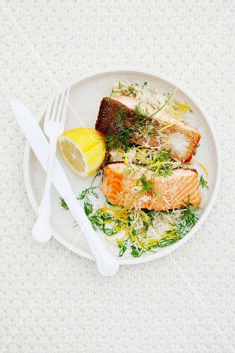 Salmon fillets with lemon and dill