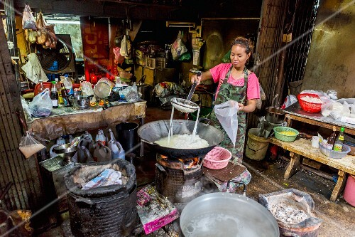 Noodle dishes being sold on the street, Bangkok