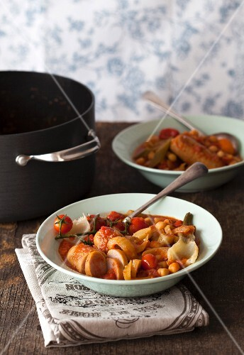 Fennel stew with sausages and tomatoes