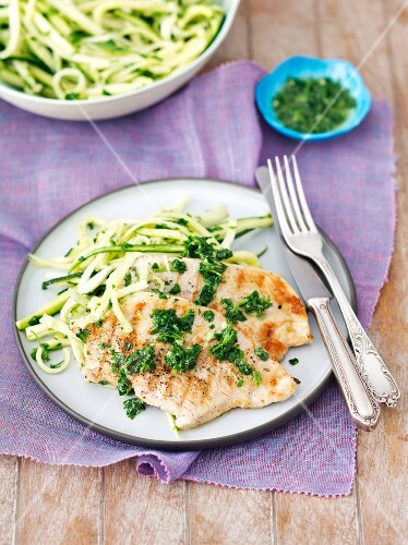 Grilled turkey fillet with parsley pesto and courgette strips