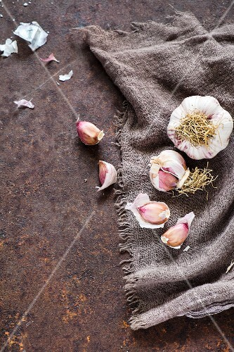 Fresh garlic on a linen cloth