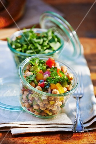 Chickpea salad with pepper