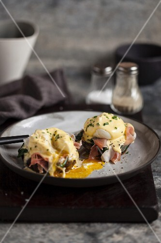 Eggs Benedict in a pan