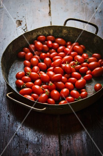 Date tomatoes in a rustic pan