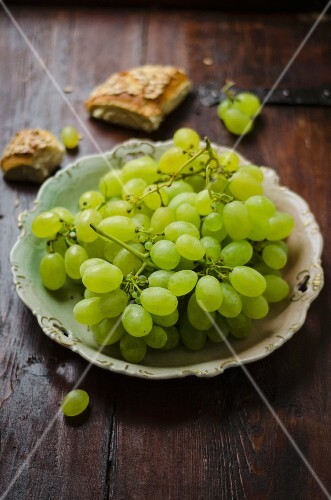 Green grapes and slices of bread
