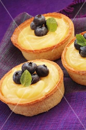 Lemon tartlets with fresh blueberries