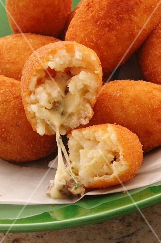 Arrancini di riso filled with cheese (close-up)