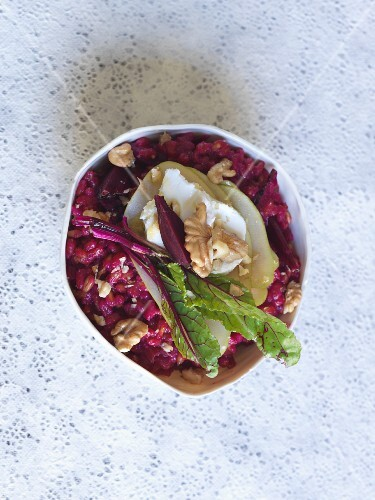 Beetroot risotto with goat's cheese and walnuts