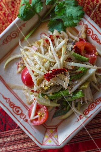 Som Tam Thai (spicy papaya salad, Thailand)
