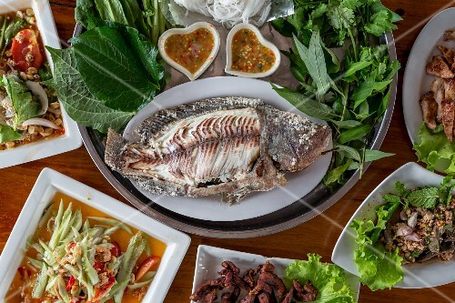 Grilled fish with salad and herbs (Thailand)