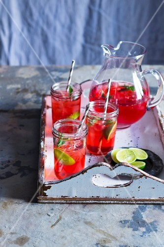 Cranberry iced tea with limes