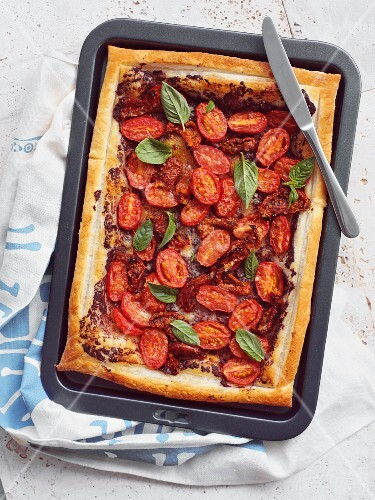 Tomato tart with tapenade