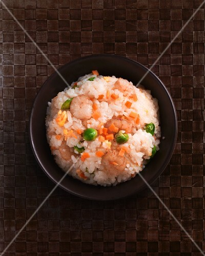 Fried rice with prawns, Brussels sprouts and carrots (China)