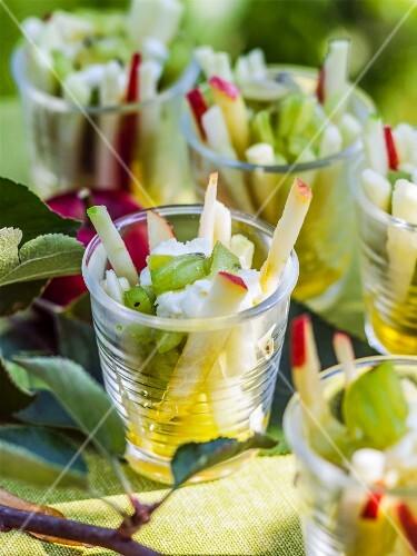 Apple and kiwi salad with mozzarella