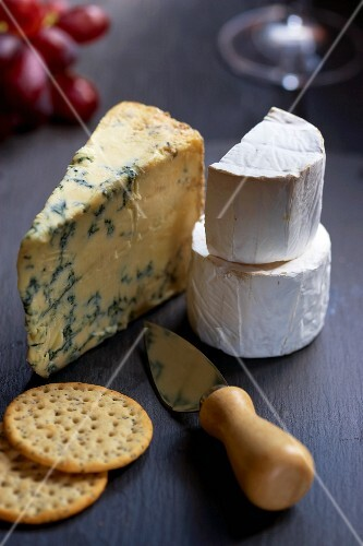 Stilton, goat's cheese, crackers and a cheese knife