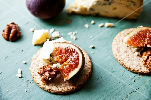 Oatcakes with Stilton, walnuts and figs