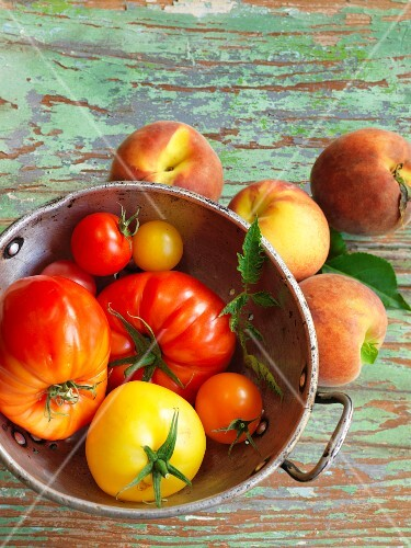 An arrangement of peaches and tomatoes