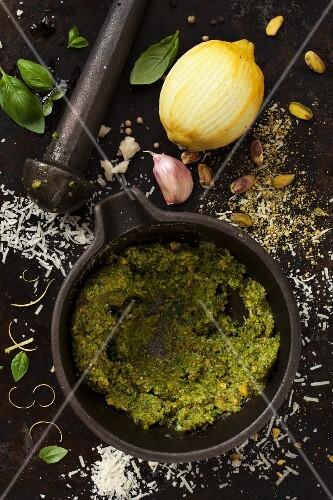 Pistachio pesto with ingredients