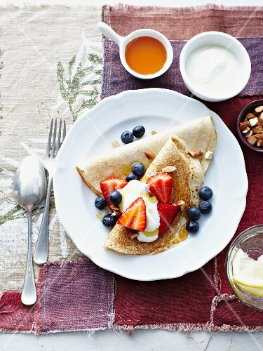 Buckwheat pancakes with fruit and yoghurt