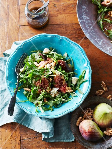 Rocket salad with walnuts, figs and Gorgonzola