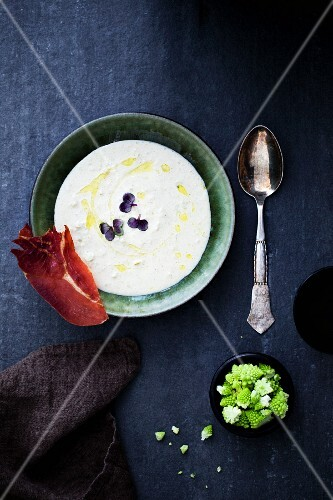 Cauliflower soup with bacon and Romanesco broccoli