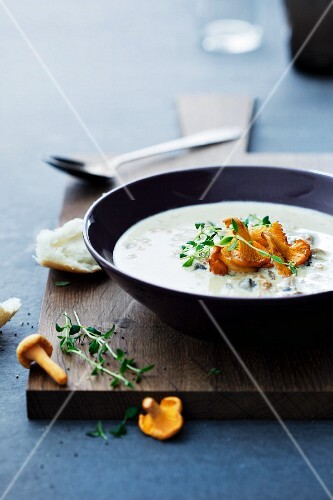 Autumnal chanterelle soup with thyme