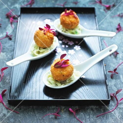 Mini crab cakes on cabbage salad (Asia)