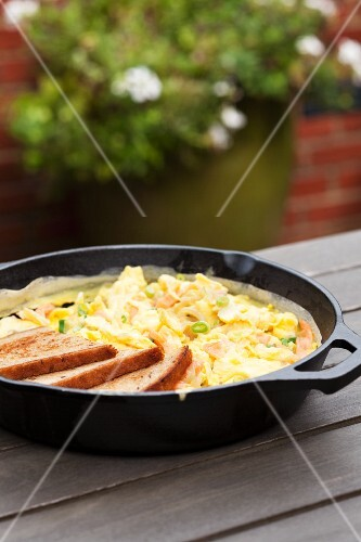 Scrambled eggs with salmon and spring oinons