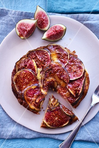 Fig tart, slices cut