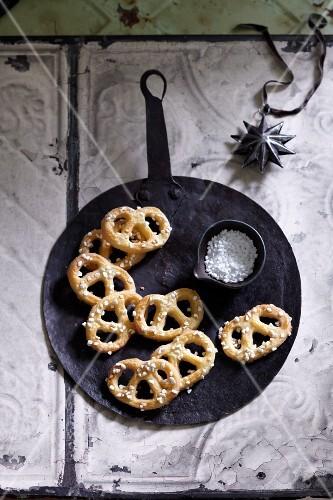 Advent pretzels with sugar nibs