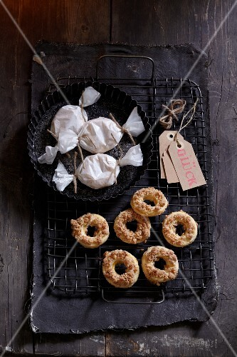 Almond rings with marzipan crumbs as a gift