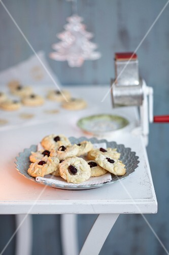 Almond biscuits with white chocolate (Austria Christmas biscuits)