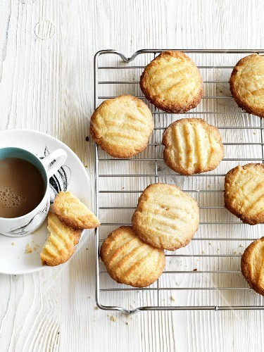 Tea and biscuits (England)
