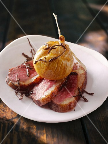 Duck breast with figs and tea leaves
