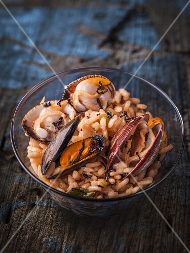 Risotto with mussels and black tea