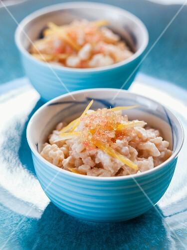 Rice pudding with raisins, lemon zest and white tea