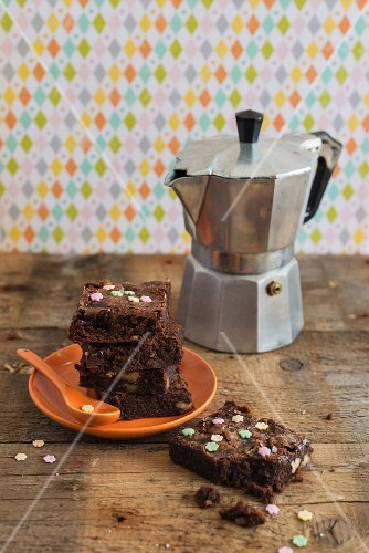Brownies with sugar flowers and an espresso jug