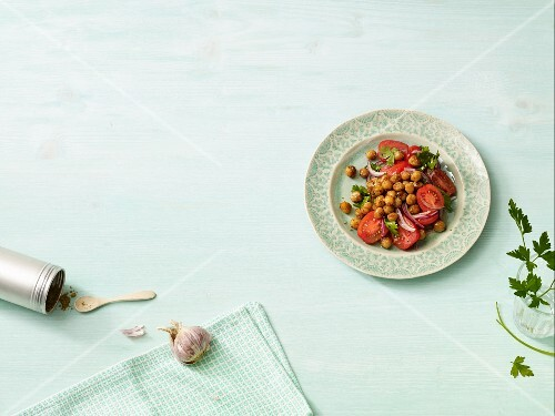 Tomato salad with chickpeas