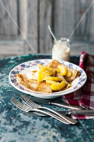 Crepes with apples in salted caramel