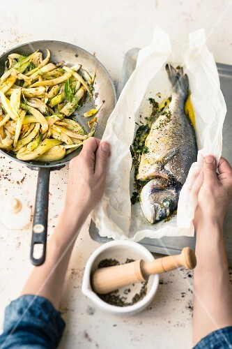 Gilthead in parchment paper with a fennel medley