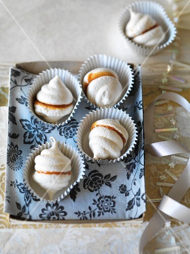 Caramel meringues with sea salt