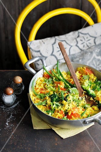 Vegetable pulao with green beans, tomatoes and broccoli