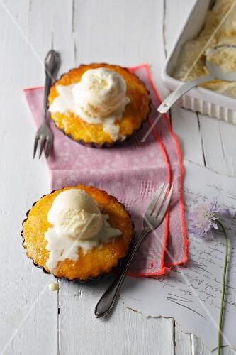 Warm mandarin tartlets with vanilla ice cream