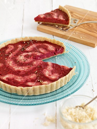Beetroot tart with horseradish, sliced