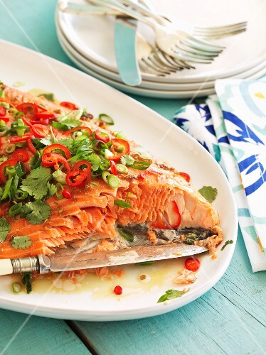 Salmon fillet with chilli peppers and coriander