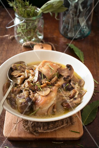 Pollo alla boscaiola (chicken with mushrooms, Italy)