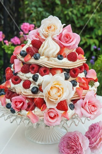 A meringue cake with berries and flowers