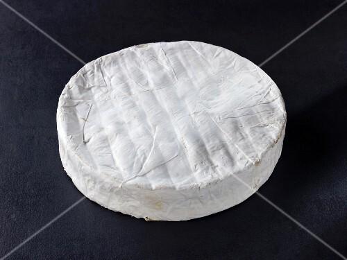 Brie de Nangis (French cow's milk cheese)