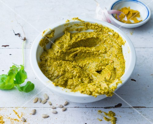 Basil cream with mango and curry