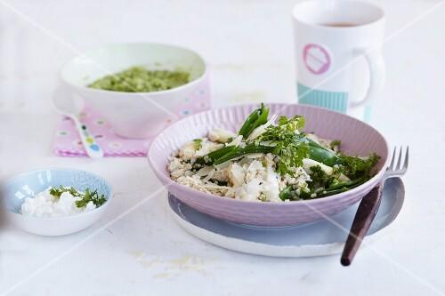 Green quinoa porridge with quinoa risotto